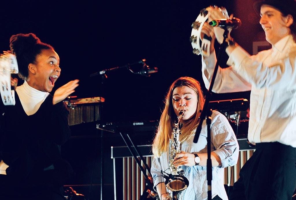 Der spilles saxofon og tamborin på Baaring musikefterskole